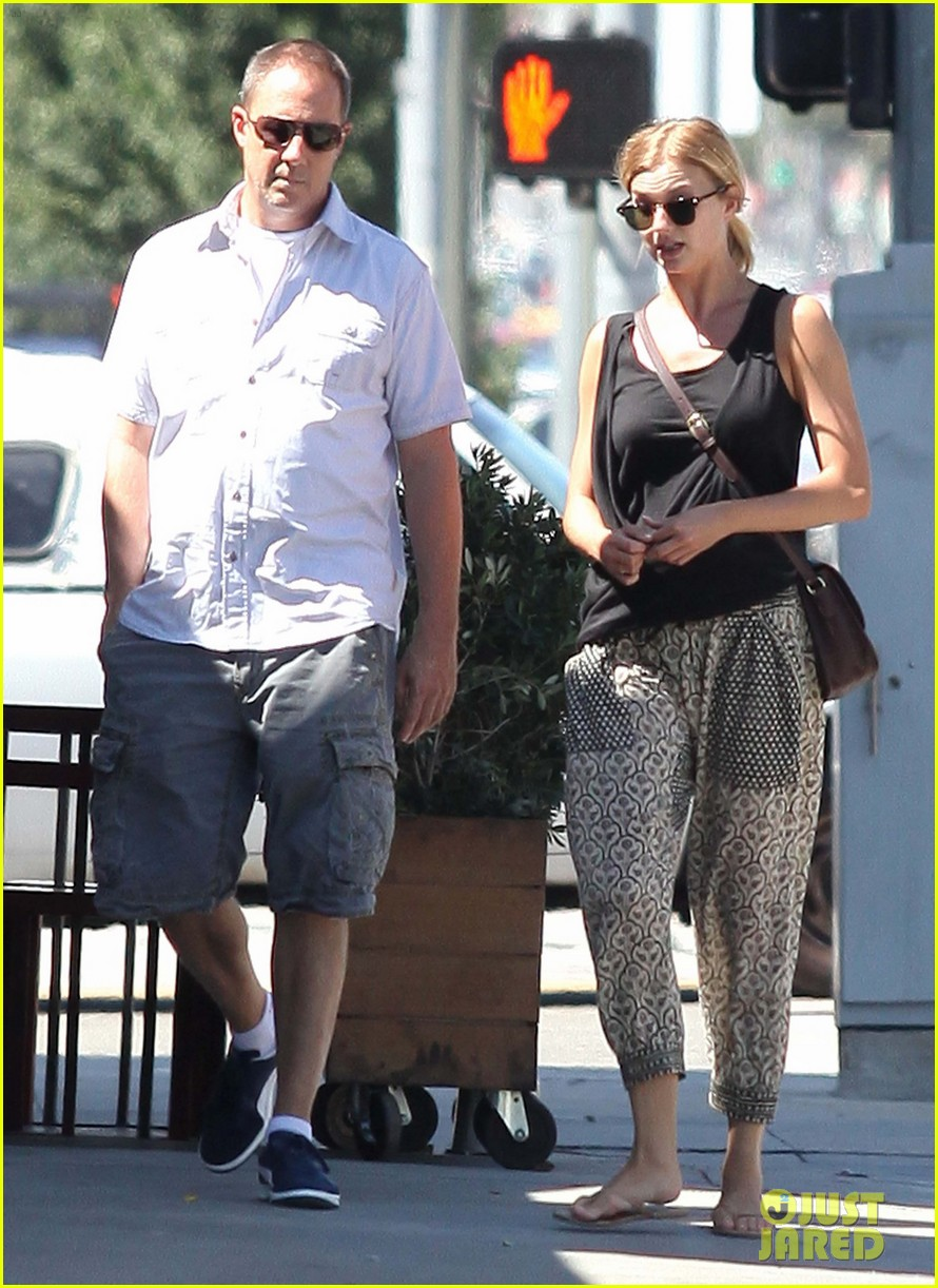 emily vancamp lunch with guy friend 092690102