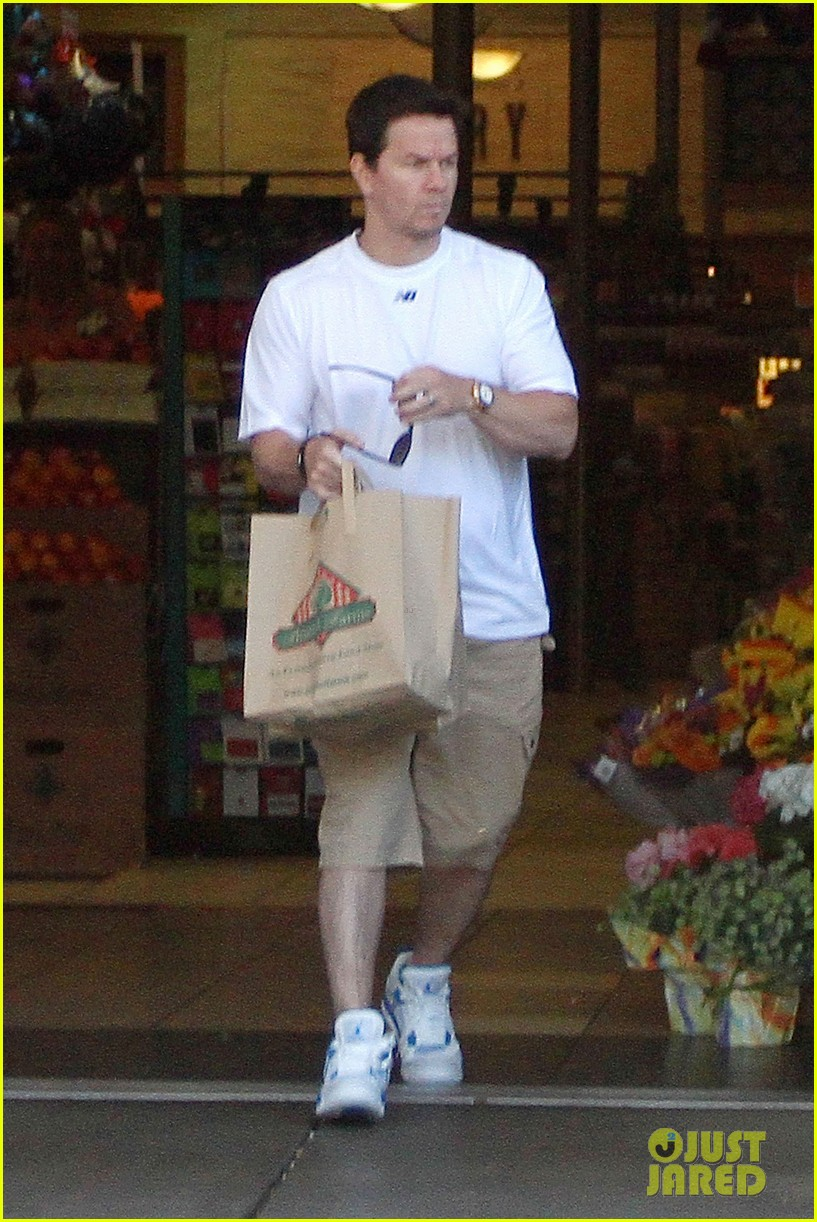 mark wahlberg out with ella rae 022684780