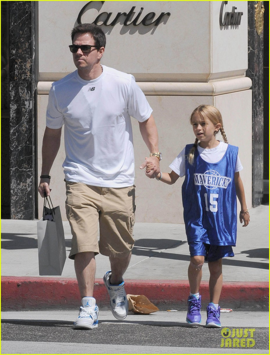 mark wahlberg out with ella rae 032684781