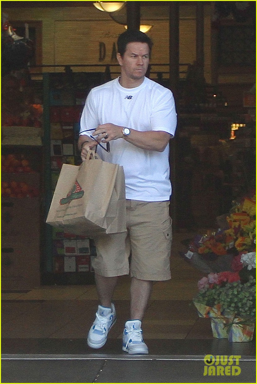 mark wahlberg out with ella rae 04
