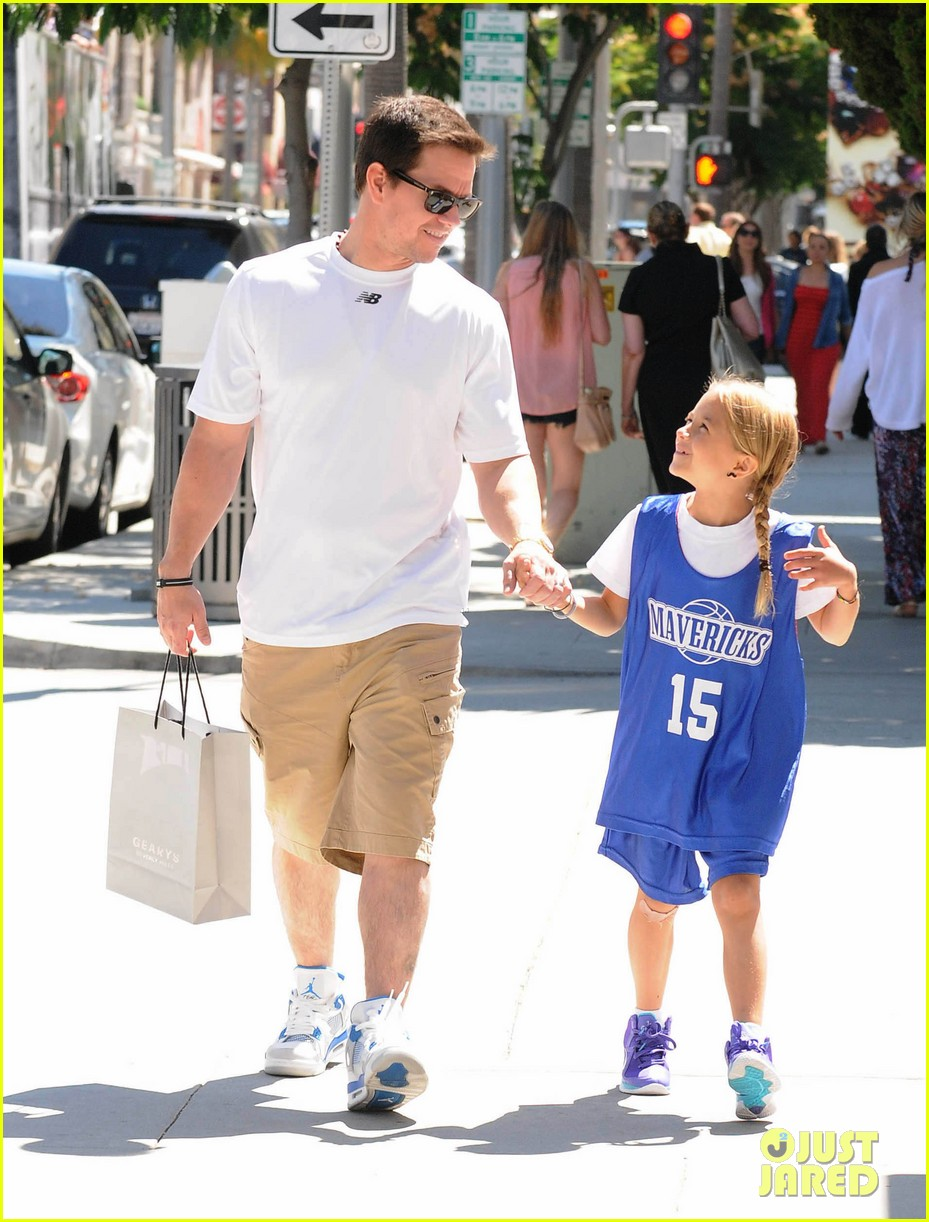 mark wahlberg out with ella rae 052684783