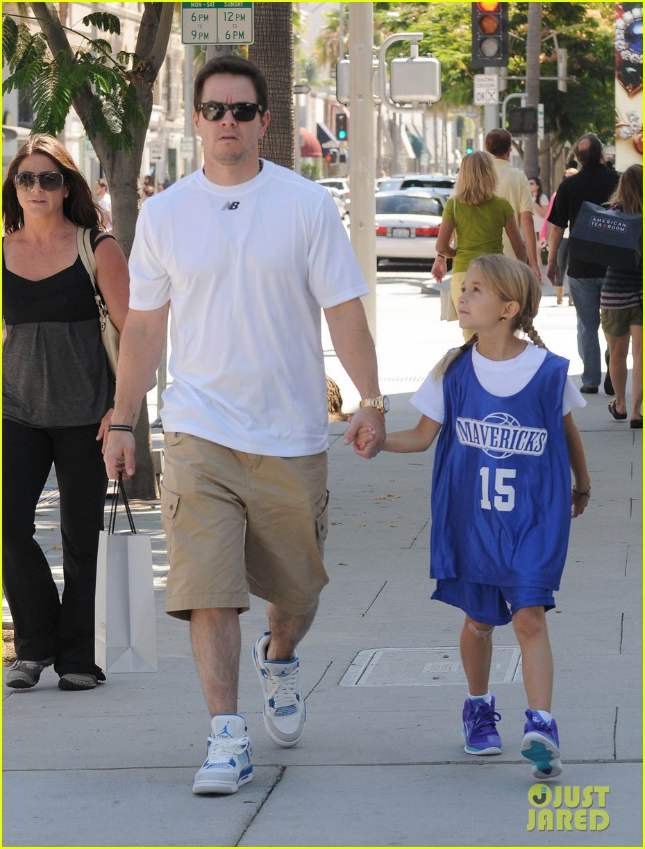 mark wahlberg out with ella rae 092684787