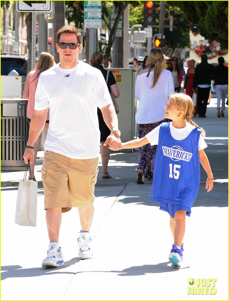 mark wahlberg out with ella rae 112684789