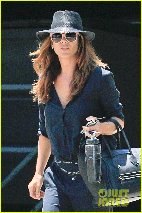 kate walsh salon visit 02