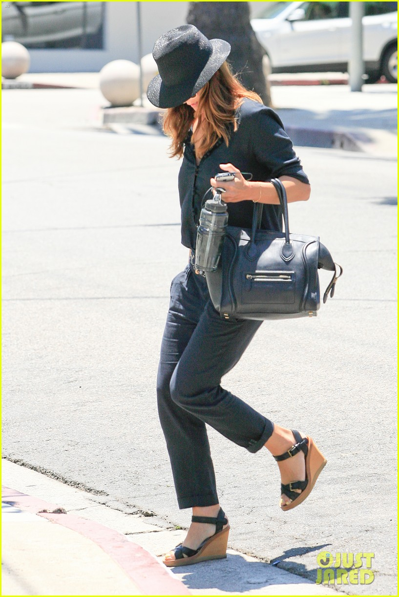 kate walsh salon visit 03