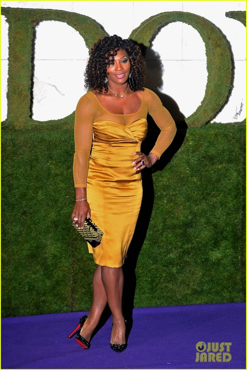 serena williams roger federer wimbledon ball 2012 012684825