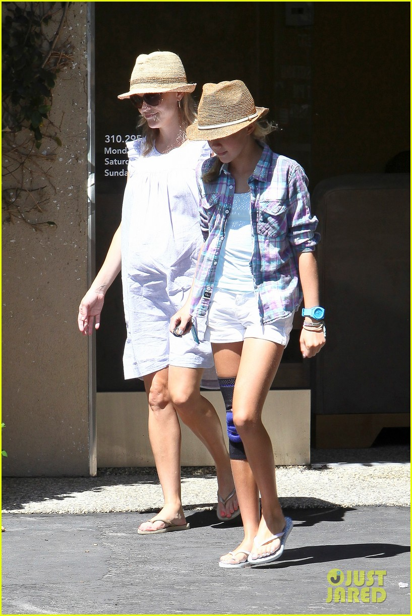 reese witherspoon day out with ava 052689919