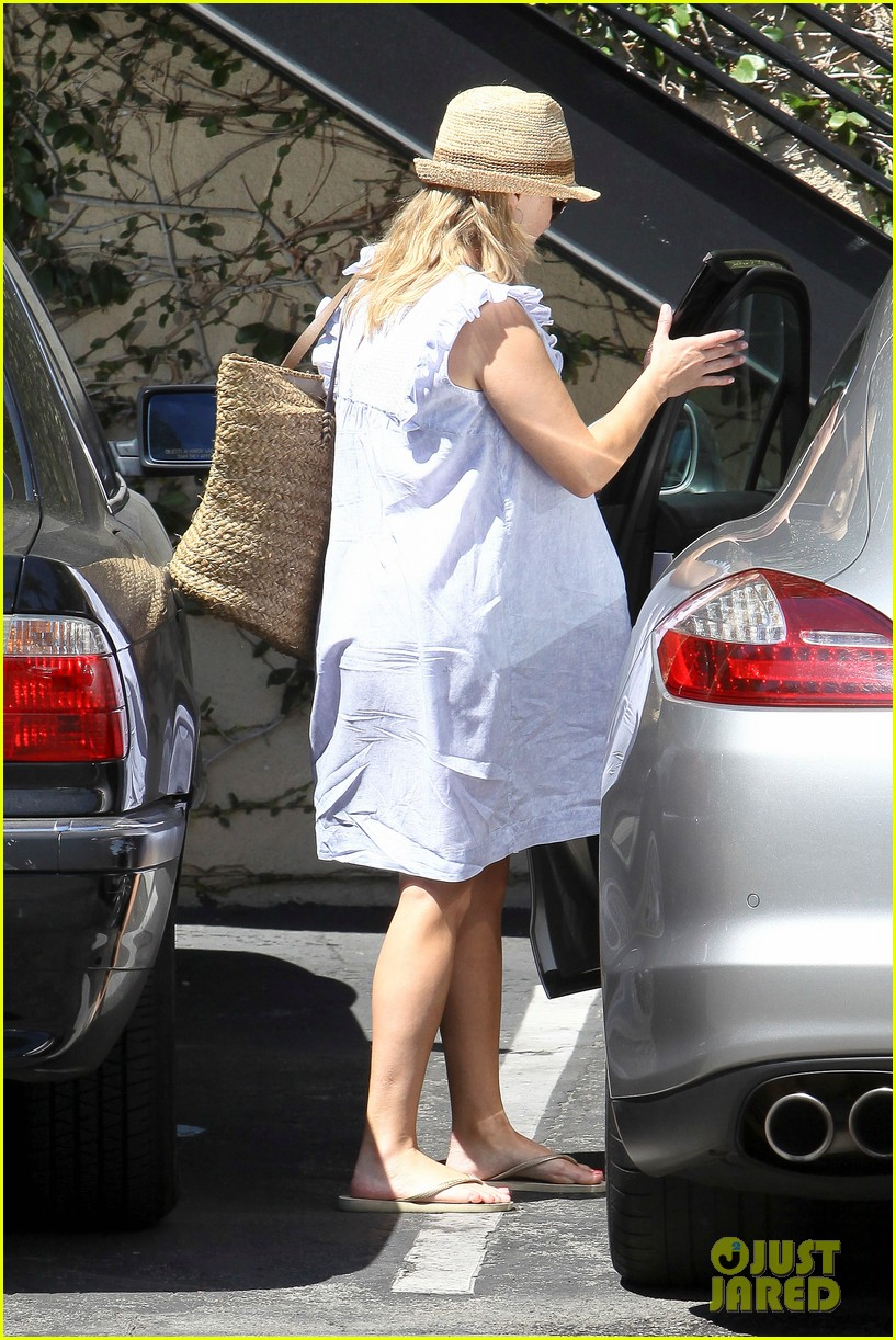 reese witherspoon day out with ava 142689928