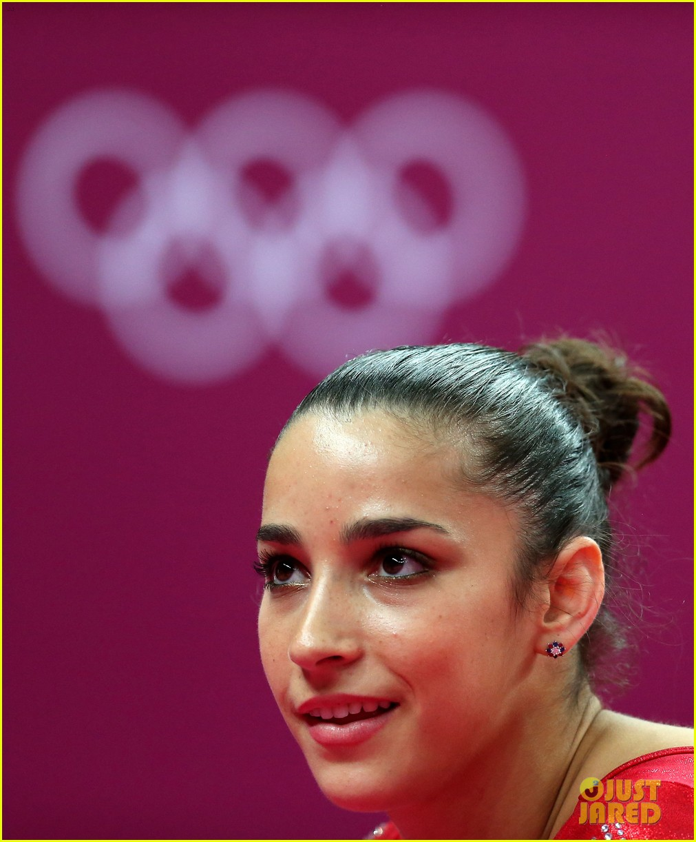 | imagetwist.com imagesize:1440x960c U.S. Women's Gymnastics Team Wins Gold Medal!: Photo 2694873 | 2012 Summer  Olympics London, Aly Raisman, Gabby Douglas, Jordyn Wieber, Kyla Ross, ...