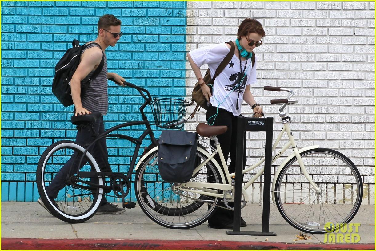 evan rachel wood biking jamie bell 042689829