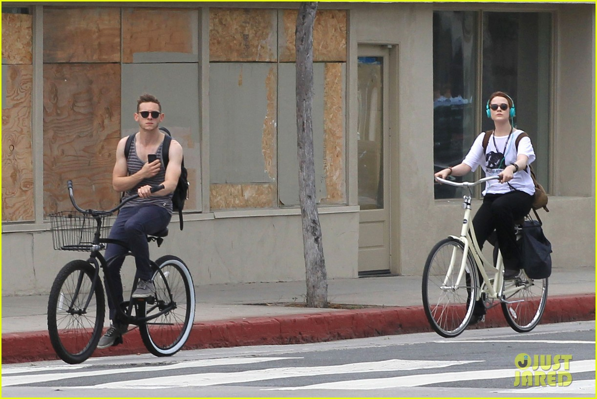 evan rachel wood biking jamie bell 062689831