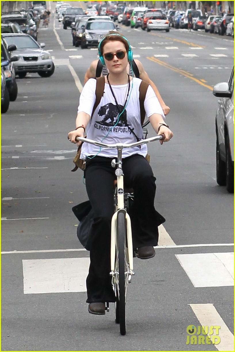 evan rachel wood biking jamie bell 082689833