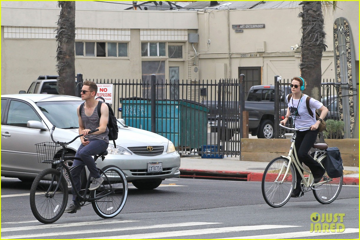 evan rachel wood biking jamie bell 092689834