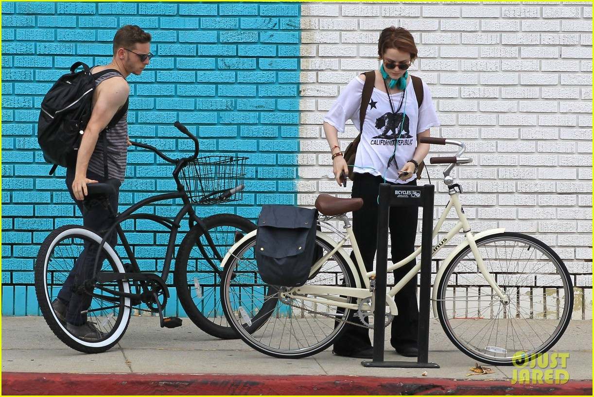 evan rachel wood biking jamie bell 112689836