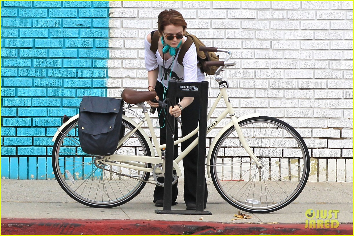 evan rachel wood biking jamie bell 122689837