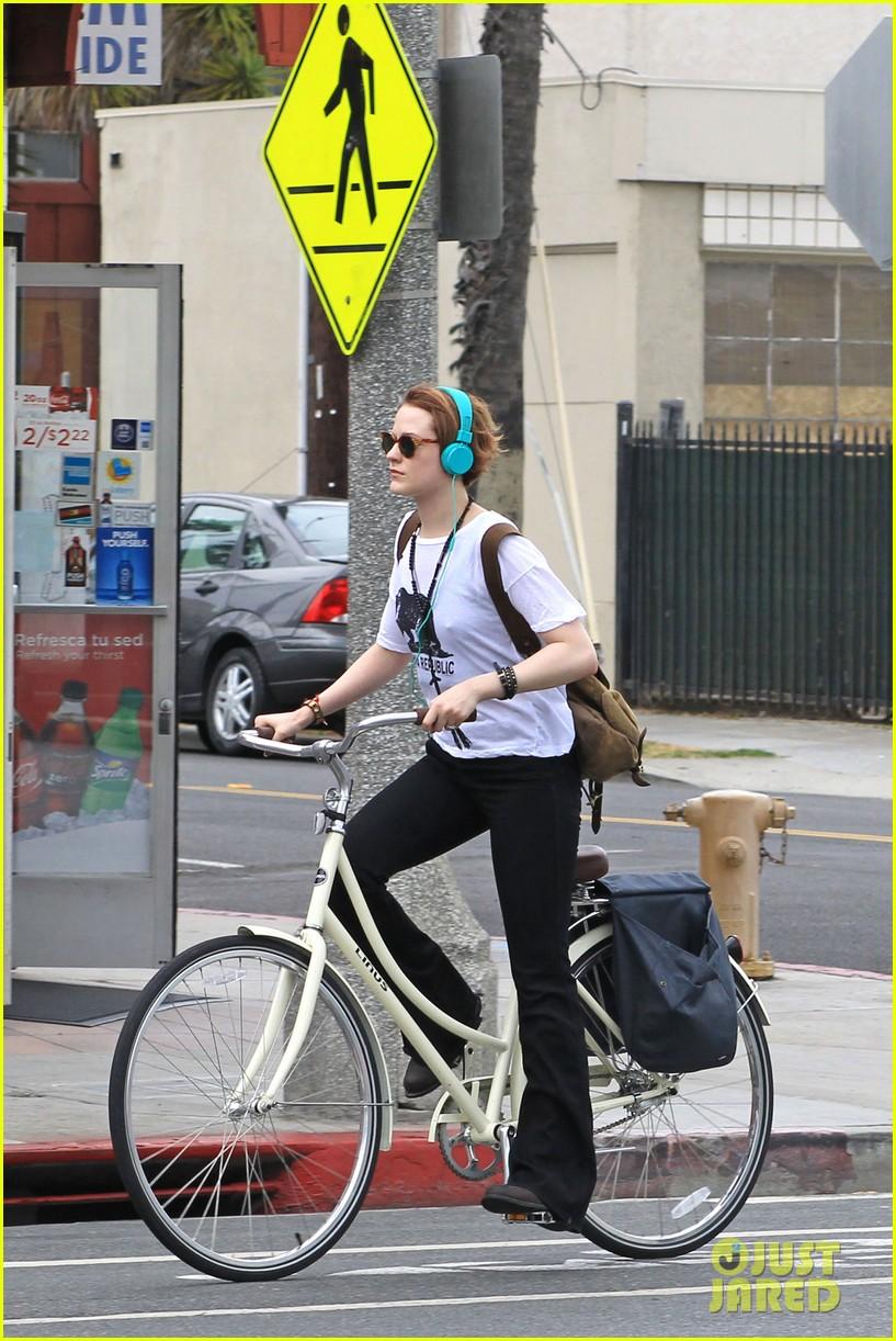 evan rachel wood biking jamie bell 142689839