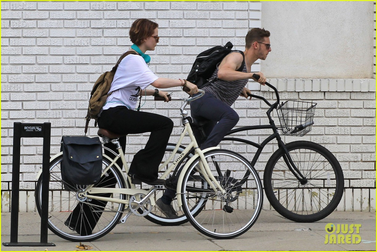evan rachel wood biking jamie bell 152689840