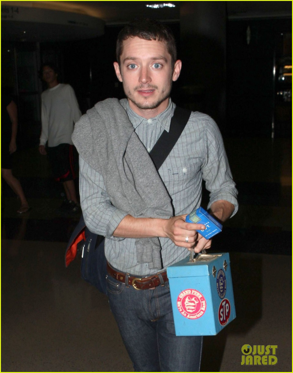 elijah wood talks the hobbit 142686506