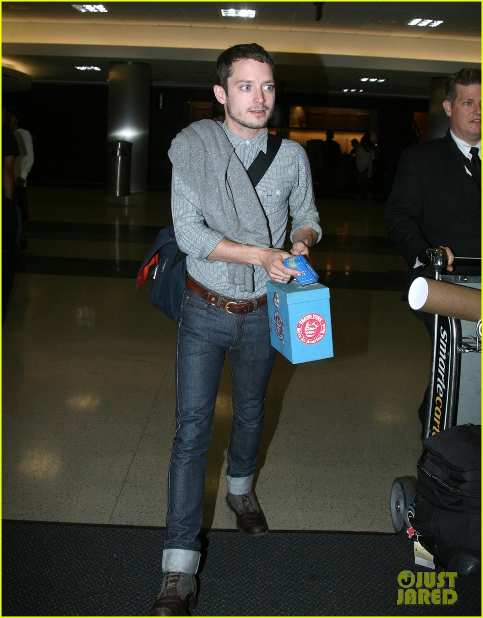 elijah wood talks the hobbit 222689262