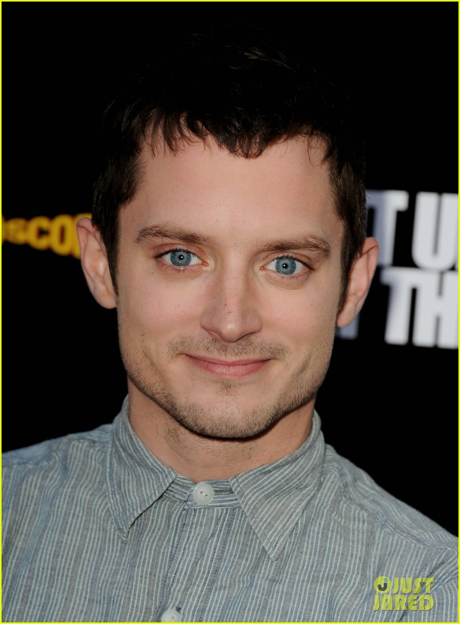 elijah wood talks wilfred season two finale 022689264