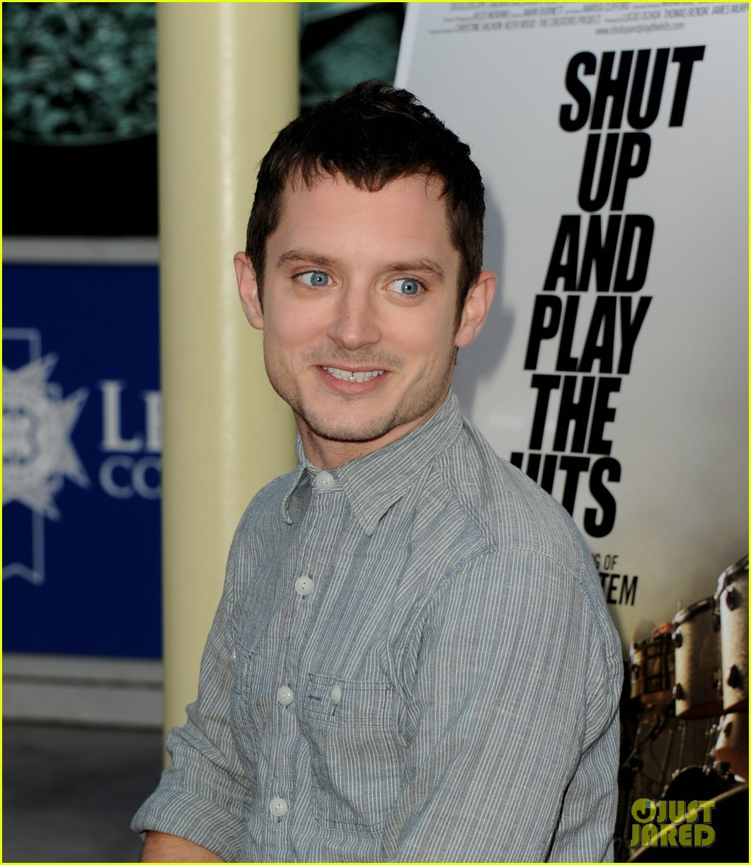 elijah wood talks wilfred season two finale 052689267