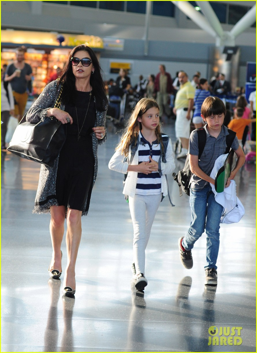 catherine zeta jones new york arrival with carys dylan 01