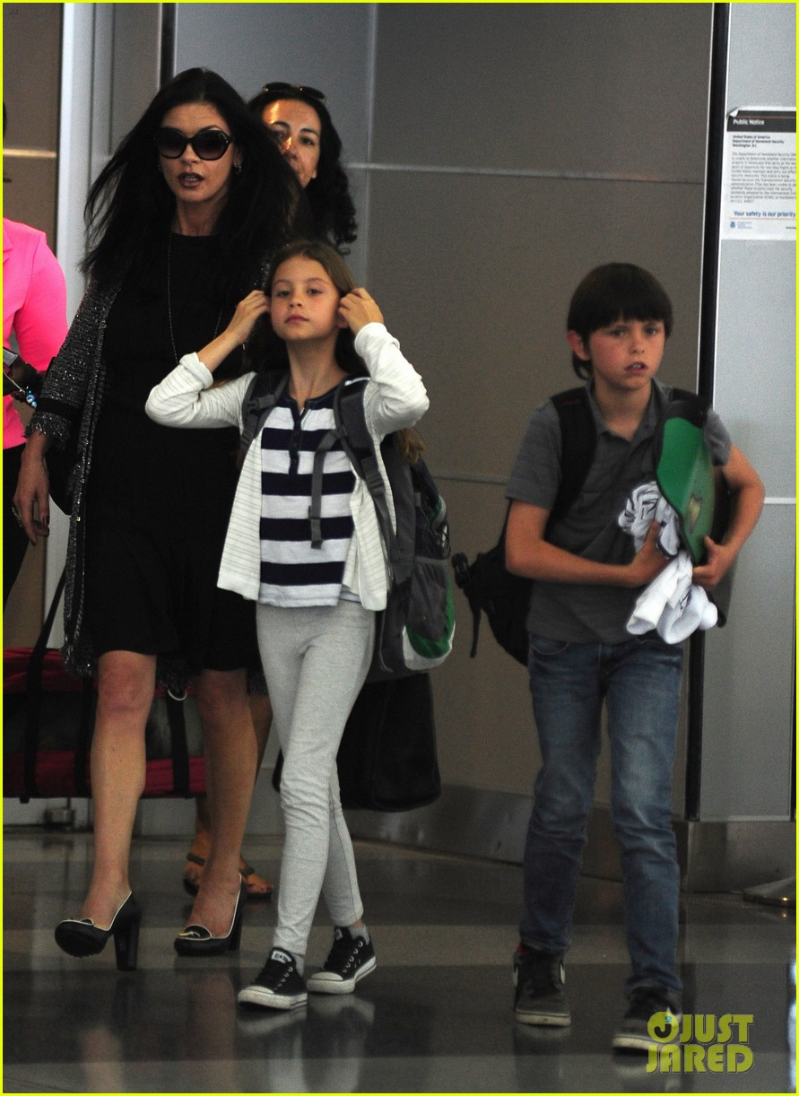 catherine zeta jones new york arrival with carys dylan 032688691