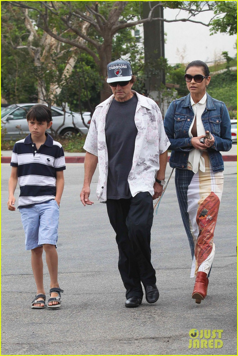 catherine zeta jones lunch with michael and dylan 03