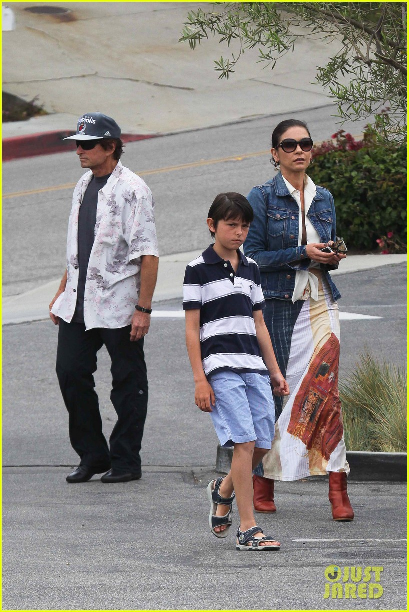 catherine zeta jones lunch with michael and dylan 102686912