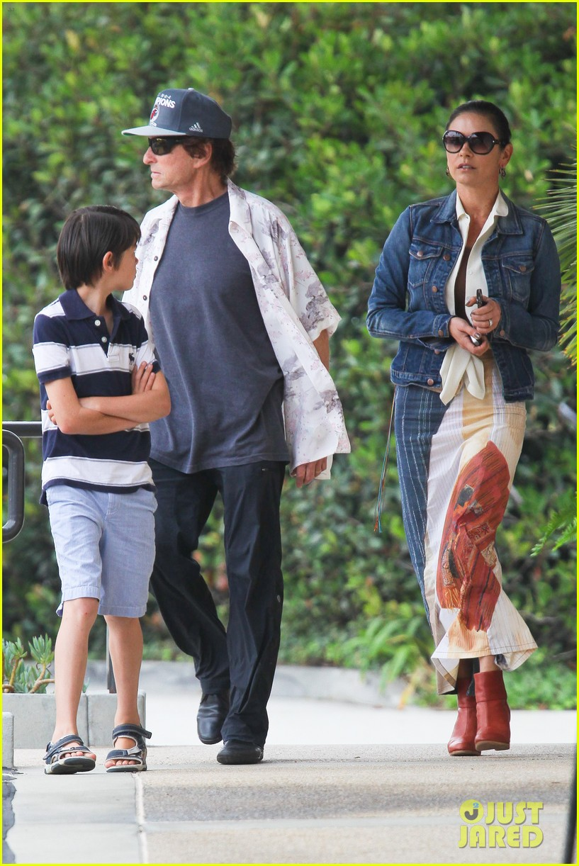 catherine zeta jones lunch with michael and dylan 122686914