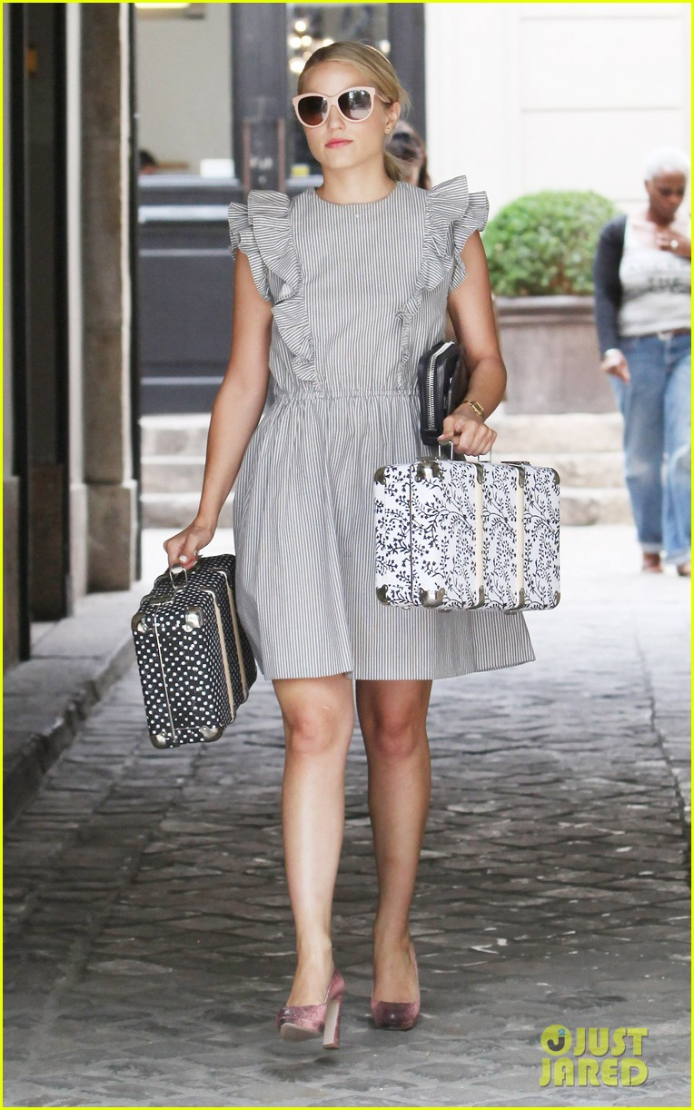 dianna agron parisian shopping 01