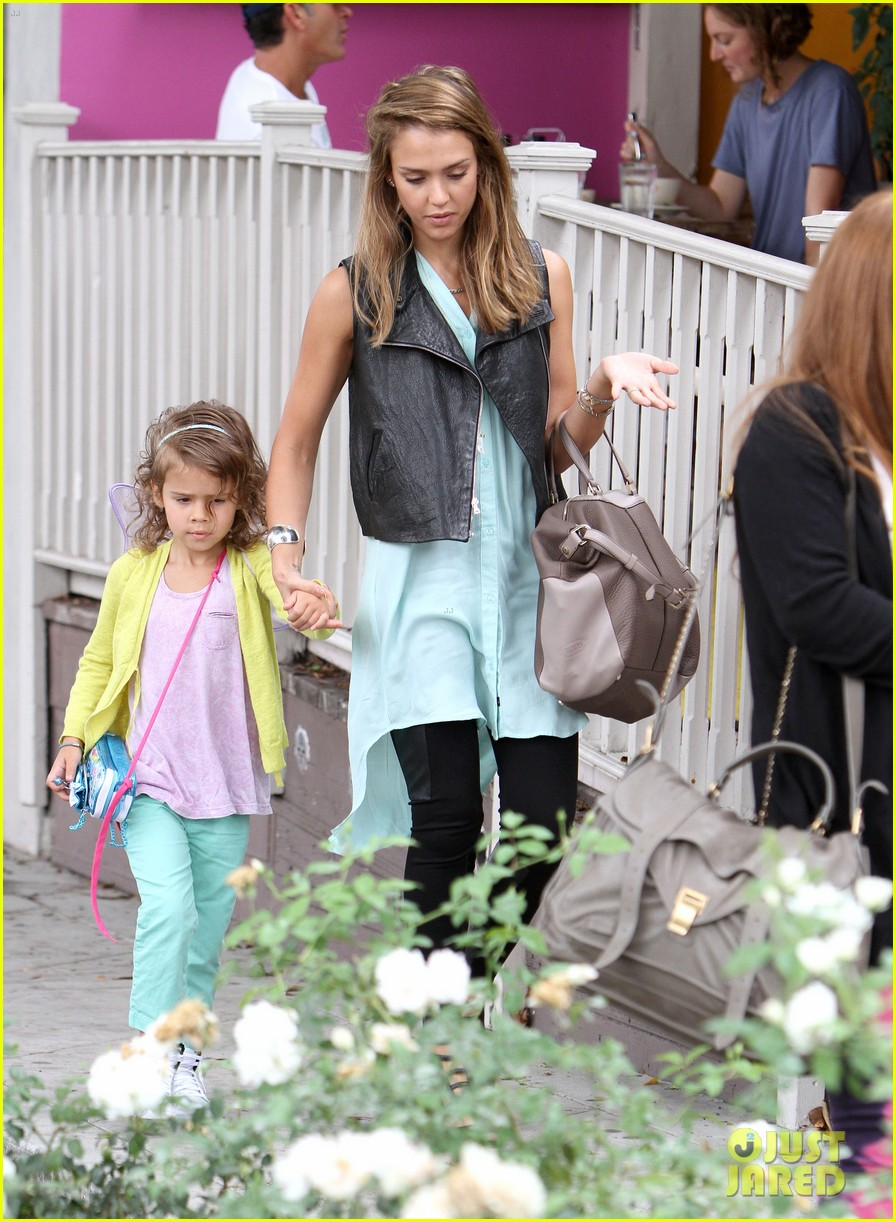 jessica alba lunch with honor 082707895