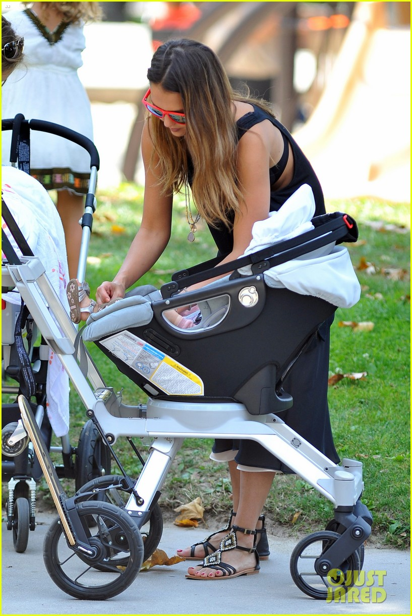 jessica alba park playtime with the family 40