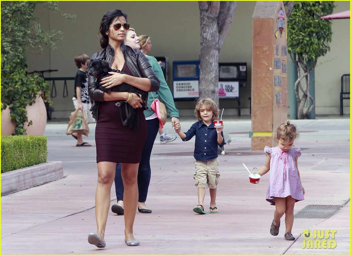 camila alves cold stone 03