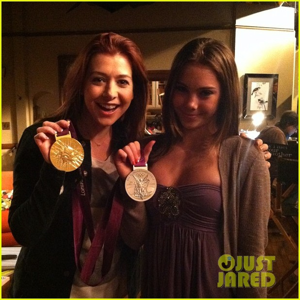 alyson hannigan mckayla maroney visits himym set 03