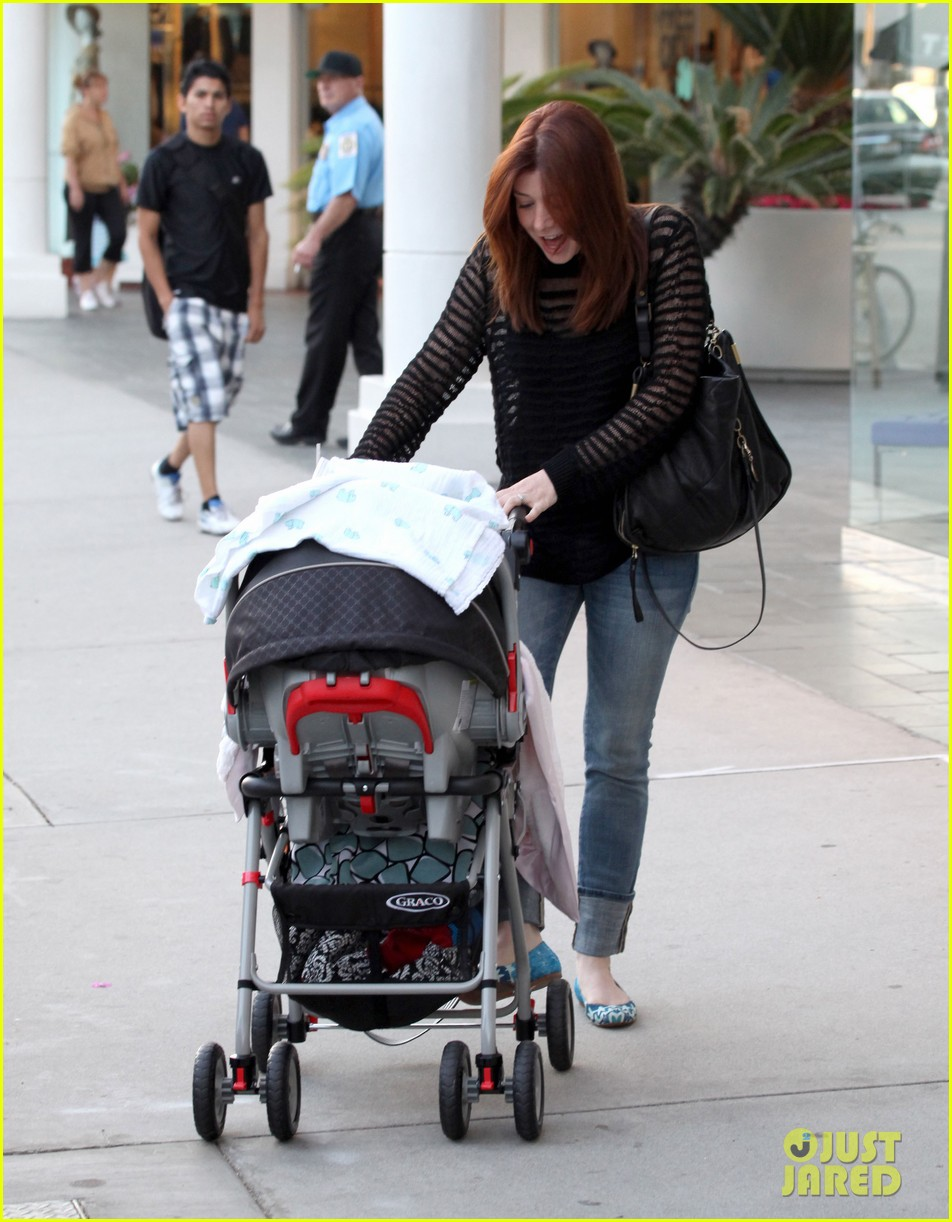 alyson hannigan mckayla maroney visits himym set 082708287