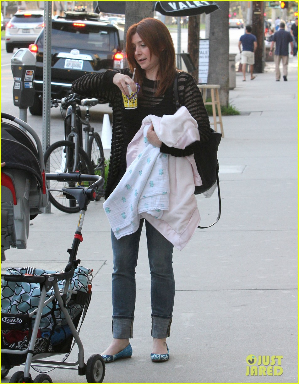 alyson hannigan mckayla maroney visits himym set 162708295