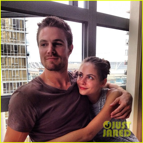 stephen amell monday bonding with willa holland 012698049