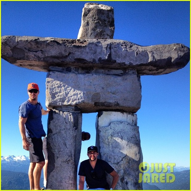 stephen amell monday bonding with willa holland 032698051