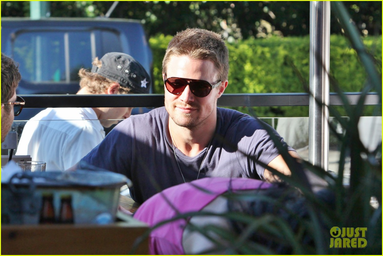 stephen amell monday bonding with willa holland 102698058