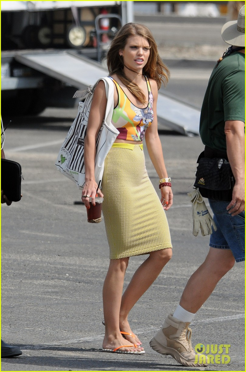 annalynne mccord 90210 cast on set 092699131