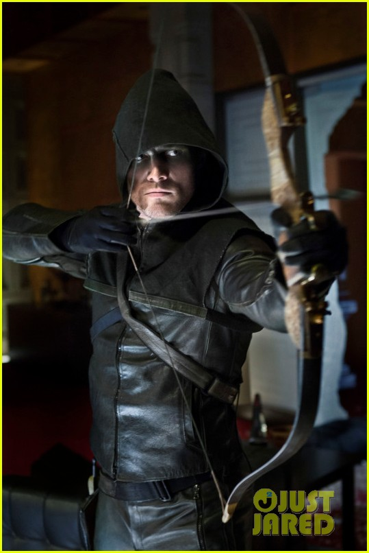 stephen amell arrow stills 07