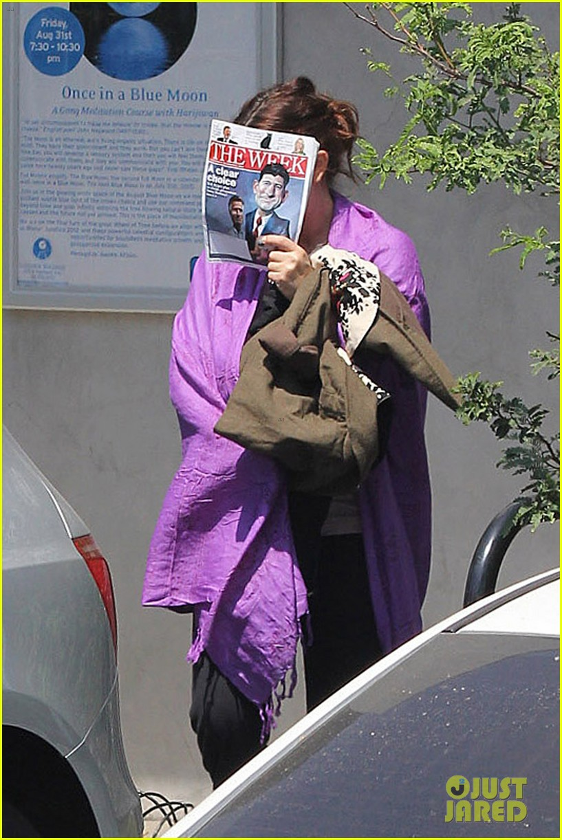 drew barrymore shy yoga 052711785
