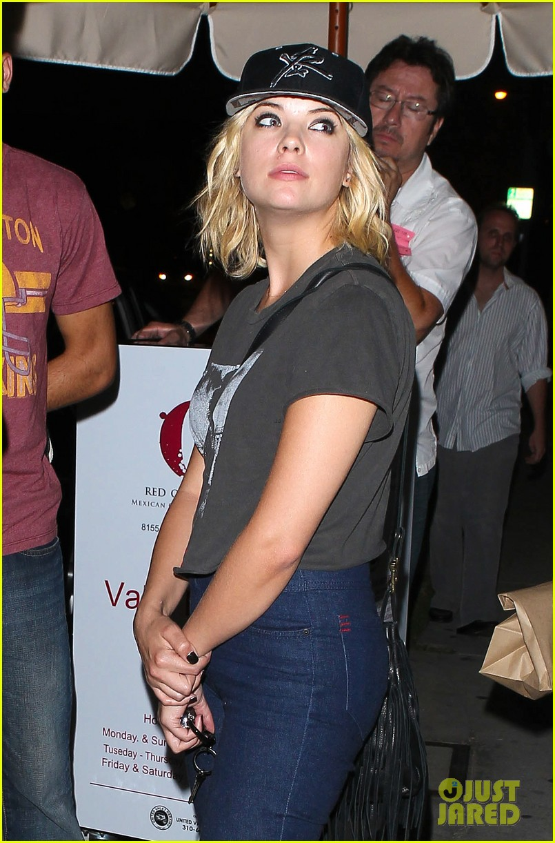 taylor lautner ashley benson red o dinner duo 022699501