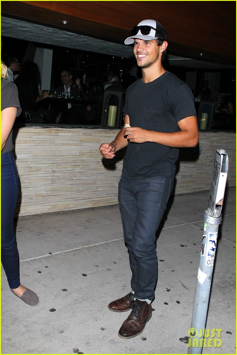taylor lautner ashley benson red o dinner duo 19