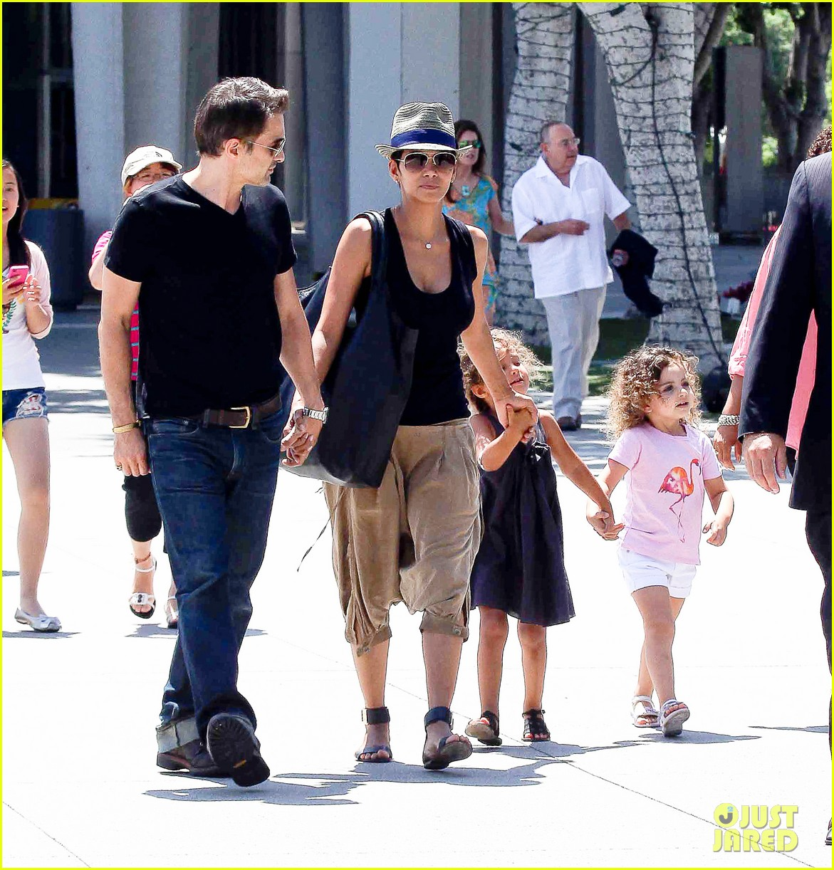 halle berry olivier martinez mary poppins with nahla 072700462