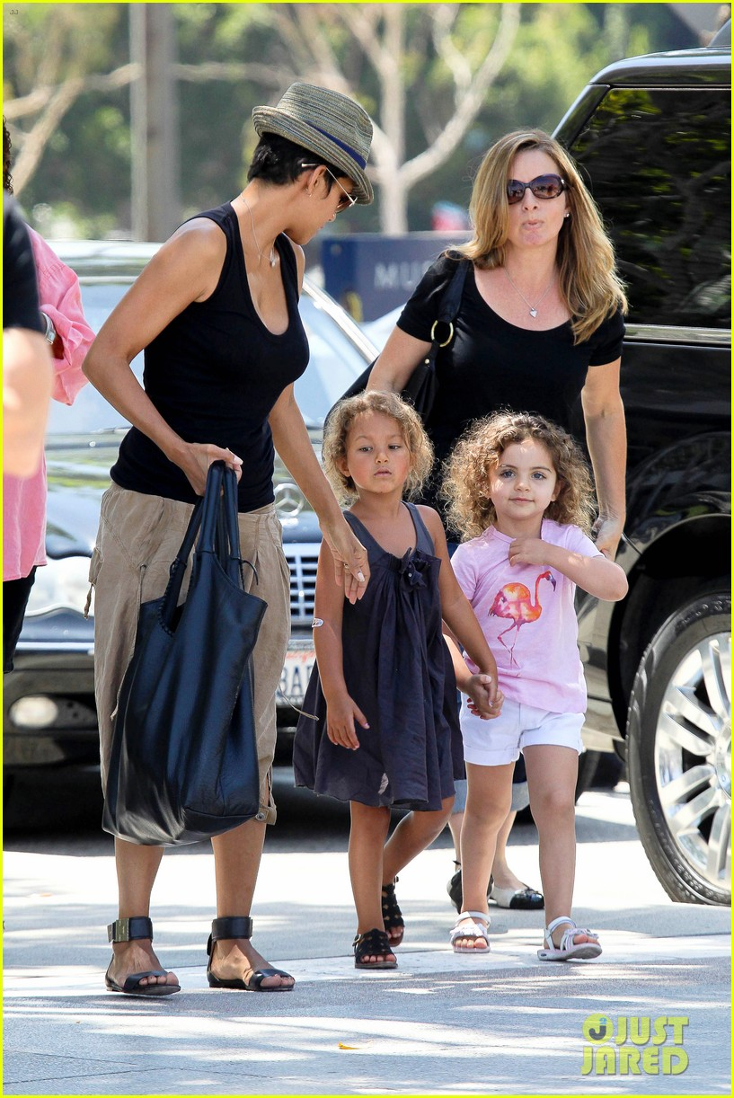 halle berry olivier martinez mary poppins with nahla 132700468