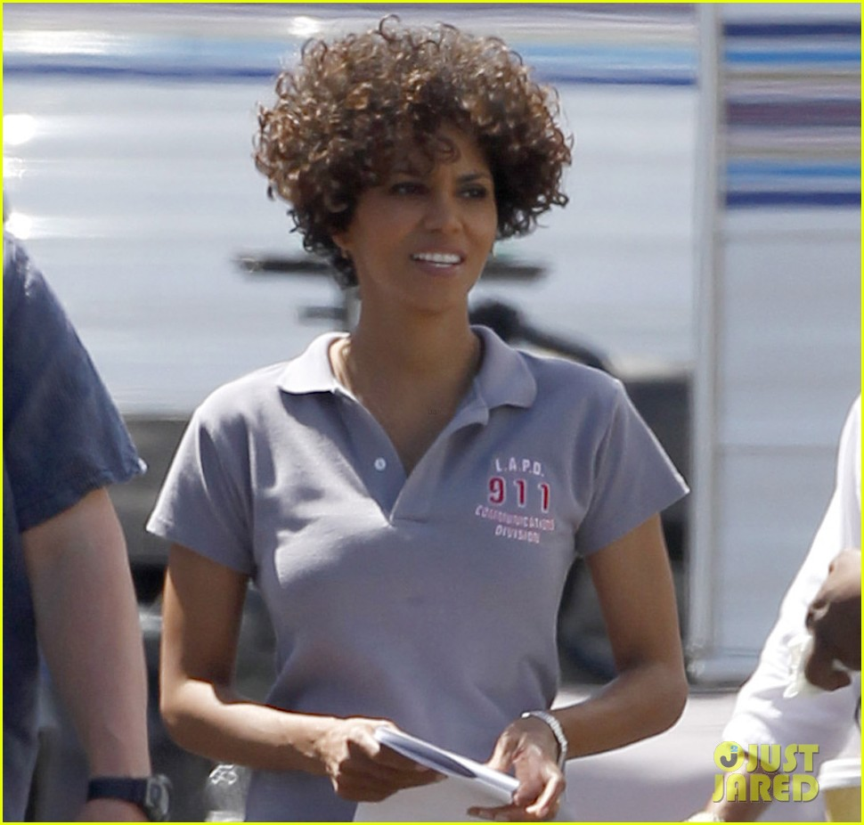 halle berry hive set smiles 03