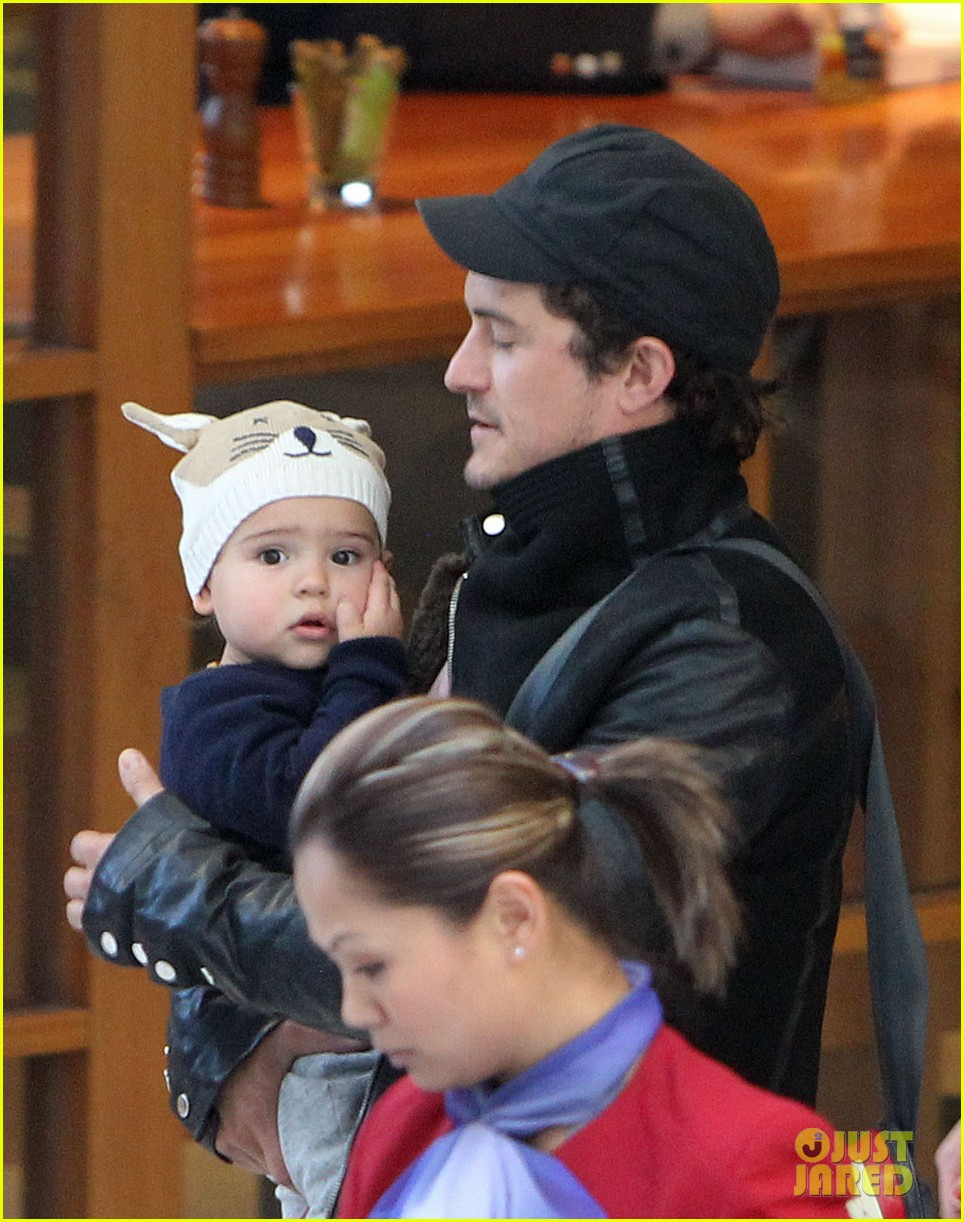 miranda kerr orlando bloom sydney arrival with flynn 042698083