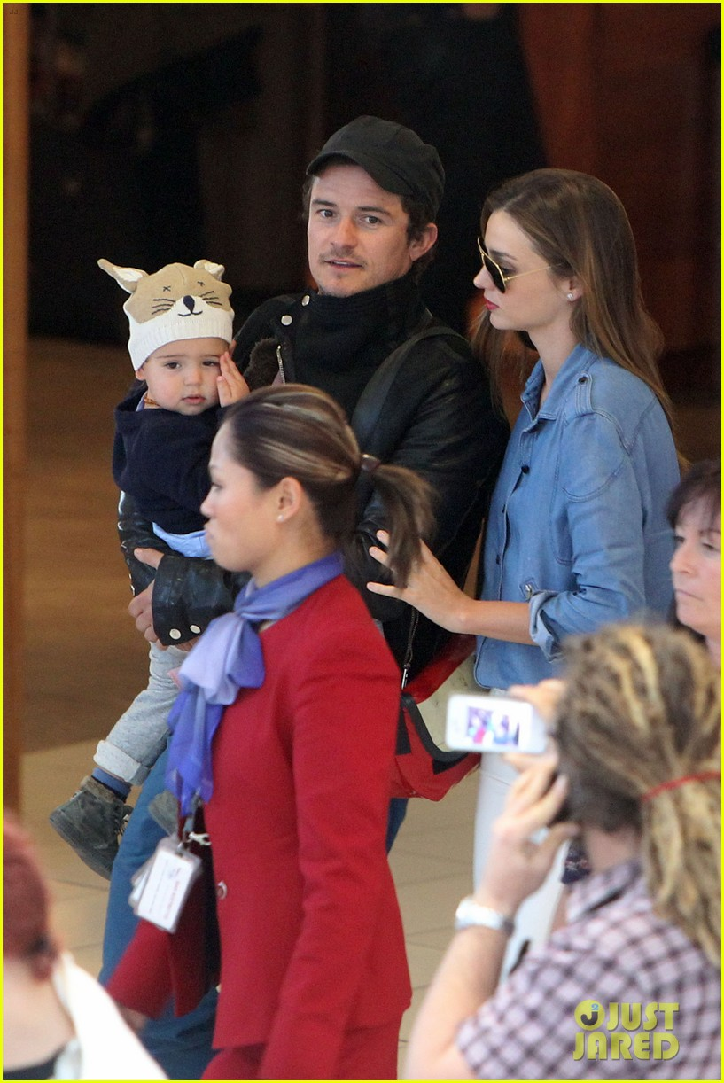miranda kerr orlando bloom sydney arrival with flynn 05